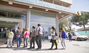 قبرص تعيد فتح مصارفها وسط إجراءات مشددة وتسمح للمودعين بسحب 300 يورو يوميا