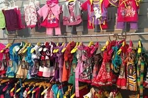 وزارة التجارة تعتزم استيراد ألبسة الأطفال وبيعها للمواطن بسعر منافس