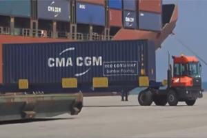مروراً بطرابلس.. مرفأ اللاذقية يستقبل أول باخرتين ضخمتين لشركة (GMA) الفرنسية قادمتين من الصين