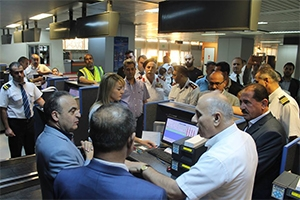 في زيارة مفاجئة.. خميس يعفي مدير عام مطار دمشق الدولي