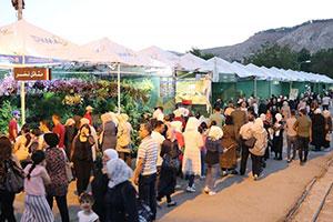 متعة النظر و حسرة الشراء.. معرض الزهور في دمشق زوار بعشرات الالاف و مبيعات بمئات الليرات