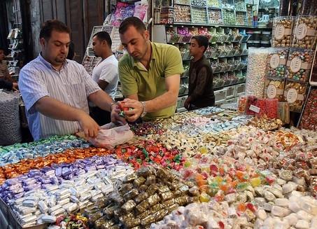 شعيب : انفلات الأسعار في الأسواق.. ودراسة التكلفة الفعلية للشوكولا والمواد السكرية
