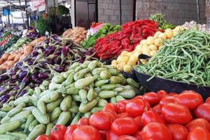 أسعار بعض الخضار والفواكه في سورية ترتفع بنحو 25% خلال يوم واحد..الخيار إلى 1000 ل.س
