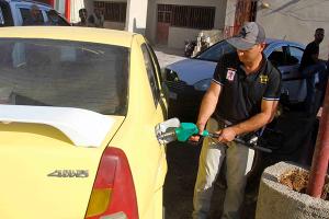 تموين ريف دمشق تقول: خالفنا 6 محطات وقود بسبب الاحتكار و البيع بسعر زائد