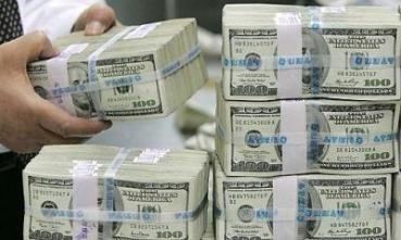 الدولار يصعد عالمياً أكثر من 9% في 2015