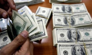 الدولار يسجل رقماً قياسياً جديداً بالسوق السوداء مرتفعاً إلى 128 ليرة .. و رسمياً يحافظ على استقراره
