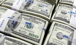 الدولار يقفز إلى  اعلى مستوياته في 13 عاما
