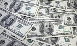 الدولار يهبط لادنى مستوى له في شهرين بفعل تباطؤ النمو الامريكي