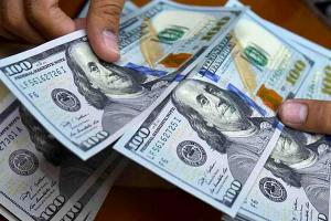 تحديد ثلاث شرائح لبيع الدولار إلى التجار و الصناعيين في سوريا