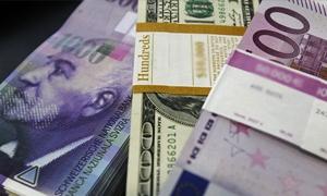 الدولار في طريقه لتسجيل أكبر ارتفاع أسبوعي له في عام بعد صعود القوي مقابل سلة العملات الرئيسية