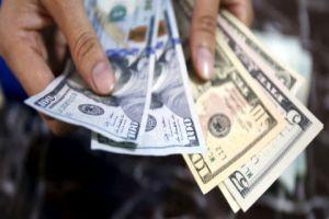 الدبس: الدولار إلى مزيد من الانخفاض التدريجي..والحكومة تراقبه