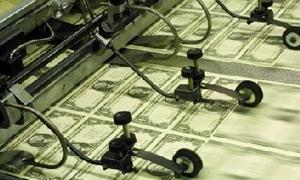 الدولار يرتفع قبيل تقرير