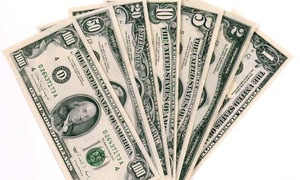 أسعار صرف الدولار بين تدخل المركزي وتجار السوداء