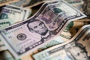 محافظ بنك إنجلترا: يجب إنهاء اعتماد العالم على الدولار