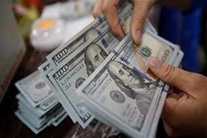 مصرف سورية المركزي يحدد شروط شراء الدولار من المواطنين.. إليكم التفاصيل؟