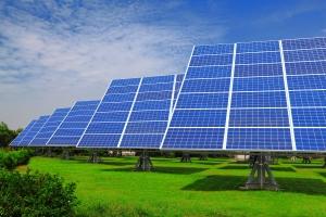 الكهرباء تدرس تزويد المنازل بالطاقة المتجددة