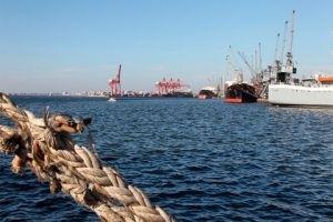 الموافقة على مشروع شراء حوض عائم لإصلاح السفن