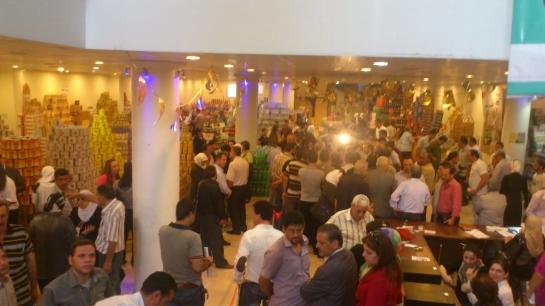 مهرجان التسوق في مجمع الأمويين الاستهلاكي  أسعار مخفضة وإقبال كبير ومنغصات تنظيمية