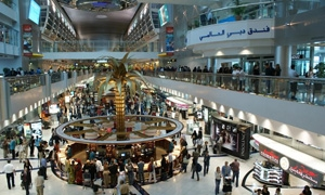 مطار دبي الدولي يتخطى