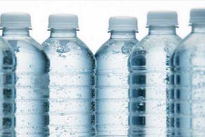 الشؤون الصحية تحذر: لا تشتروا المياه المعدنية المعروضة تحت أشعة الشمس!