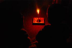 سوريون بلا كهرباء.. وحكومتهم مستعدة لتزويد لبنان بالطاقة!