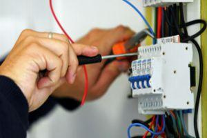 وزارة الكهرباء: قيمة الكهرباء المسروقة خلال 6 أشهر بلغت 114 مليون ليرة