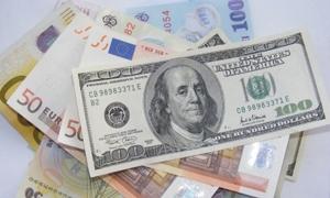 اليورو يتراجع إلى 1,227 دولار