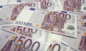 اليورو يقفز لأعلى مستوى في اربعة أعوام امام الين..ويرتفع بنسبة 0.5% مقابل الدولار