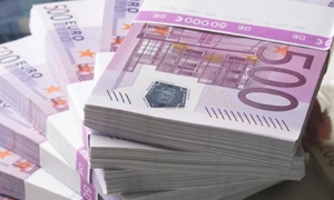 اليورو ينزل لأقل مستوى في 4 سنوات