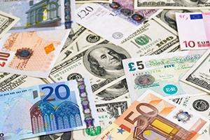 الدولار يقفز بعد أن أشار محضر اجتماع مجلس الاحتياطي إلى زيادة محتملة للفائدة في يونيو