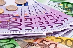 اليورو يقبع قرب أدنى مستوى في 10 أشهر