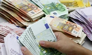 اليورو يتراجع لأدنى مستوى خلال الجلسة تحت وطأة بيانات اسبانية