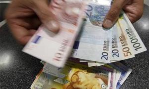اليورو يسجل أدنى مستوى له في 22 شهر اما الجنيه الاسترليني