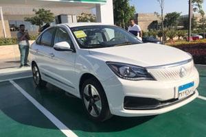 مصر تكشف عن تصنيع أول سيارة كهربائية في البلاد