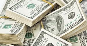 الدولار يصعد لأعلى مستوى له في أسبوعين