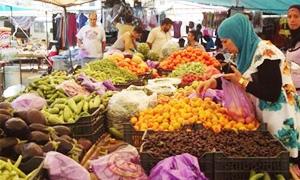 أسعار الخضار والفواكه بدمشق تختلف بين سوق وآخر لا يبعد سوى أمتار والارتفاع متواصل .. البطاطا بـ75 ليرة والبندورة بـ60 ليرة