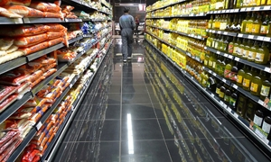 الحكومة تدرس تخفيض رسوم مستوردات القطاع الخاص من المواد الغذائية