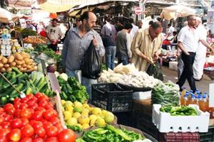 نشرة جديدة لأسعار الخضار والفواكه في دمشق..الخيار بـ170 و التفاح عند 300 ليرة