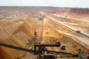 سوريا و روسيا توقعان اتفاقية لإستثمار الفوسفات والفط الصخري والبازلت