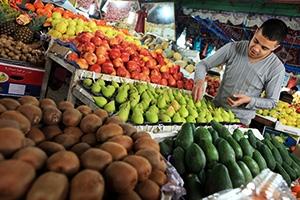 ارتفاع أسعار الفواكه الصيفية تزامناَ مع إنتهاء موسمها.. و العنب يقفز إلى 750 ليرة