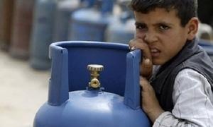 أهالي ريف دمشق يطالبون بتأمين المازوت والغاز والطحين