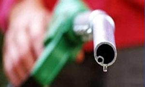 النفط تقترح زيادة 100 ليرة لكل ليتر بنزين للسيارات المغادرة إلى تركيا