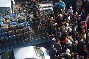 سعر الإسطوانة يتجاوز الـ7 آلاف.. أزمة الغاز تتفاقم في دمشق والمسؤولون يحملون السبب للشائعات!!