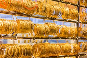 غرام الذهب في سورية يلامس 25 ألف ليرة للمرة الأولى في تاريخه.. و الأونصة فوق الـ900 ألف