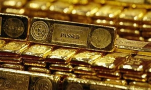 الذهب العالمي في طريقه لتسجيل أول انخفاض سنوي في 13 عاماً..والأونصة بـ1227 دولار