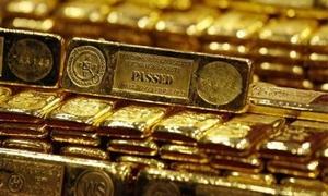 الذهب قرب أقل مستوى في سبعة أسابيع والأوقية تهبط دون 1200 دولار