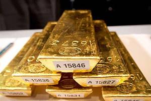الذهب يهبط مع صعود الدولار والأسهم الأوروبية