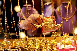 جزماتي: مبيع الذهب في أسواق دمشق إنخفض إلى 8 كغ يومياً..و دولار الذهب يتراجع إلى 435 ليرة