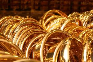 الذهب في سوريا يواصل الصعود التاريخي.. الغرام يقفز إلى 210 آلالاف و الأونصة فوق 7 ملايين ونصف المليون ل.س