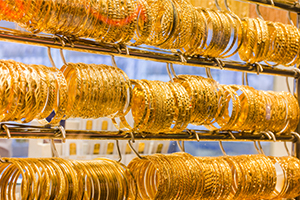 انخفاض في أسعار الذهب... إليكم أسعار الأونصة والليرات الذهبية في سورية